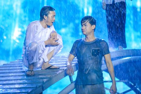Live show 6 ty dong cua Viet Huong: Nuoc mat roi trong mua - Anh 2