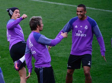 Ronaldo thi trien kung-fu tren san tap - Anh 2