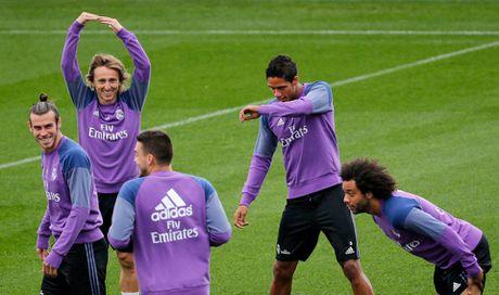 Ronaldo thi trien kung-fu tren san tap - Anh 5