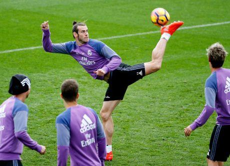 Ronaldo thi trien kung-fu tren san tap - Anh 6