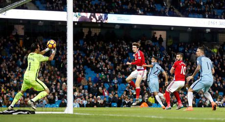Man City mat ngoi dau: Chi tai ong Barca - Anh 2