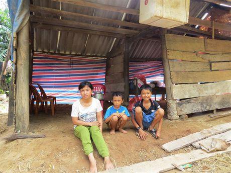 Bao NNVN tiep tuc giup suc cung ba con vung lu Quang Binh - Anh 3