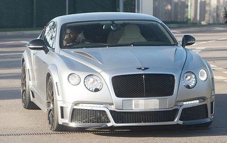 Sterling 'doi xe nhu doi ao', bat chuoc Guardiola tau xe xin Bentley - Anh 1