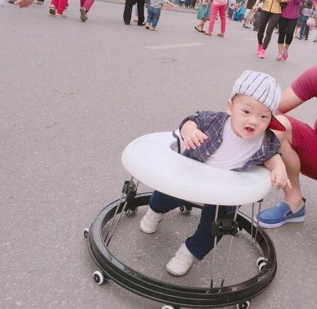 Ly Kute khoe anh con trai, cang lon cang giong Mac Hong Quan - Anh 10