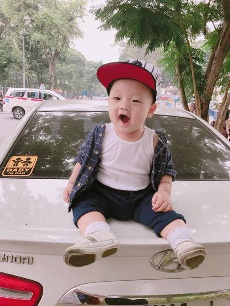 Ly Kute khoe anh con trai, cang lon cang giong Mac Hong Quan - Anh 11