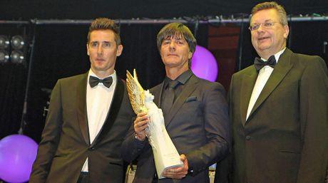 HLV Joachim Low duoc vinh danh la 'Huyen thoai the thao' - Anh 1
