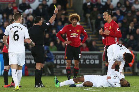 M.U nhan 'hung tin' ve Ibrahimovic truoc dai chien voi Arsenal - Anh 1