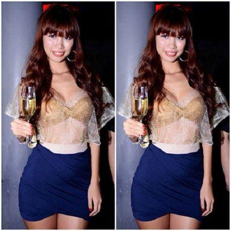 My nhan Viet sexy cuc do khi dien ao nguc ra duong - Anh 4