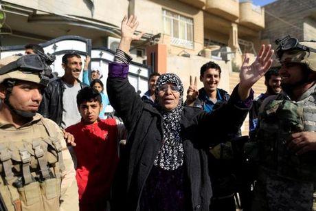 Loat anh danh phien quan IS o Mosul va Raqqa - Anh 9