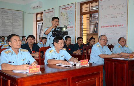 Theo doi tiem kich Su-27 Viet Nam dung manh len troi - Anh 1
