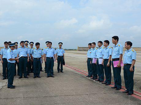 Theo doi tiem kich Su-27 Viet Nam dung manh len troi - Anh 5