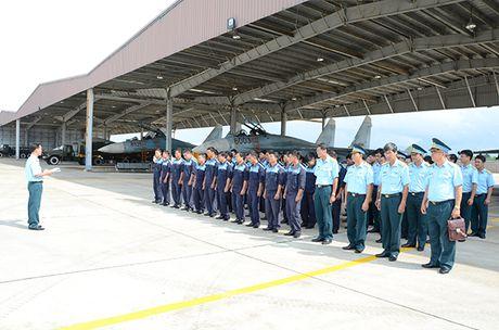 Theo doi tiem kich Su-27 Viet Nam dung manh len troi - Anh 6