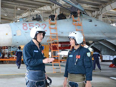 Theo doi tiem kich Su-27 Viet Nam dung manh len troi - Anh 9