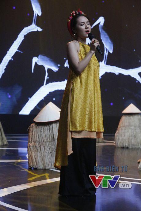 Phuong Linh khoe ve dep ngot ngao trong Giai dieu tu hao thang 11 - Anh 8
