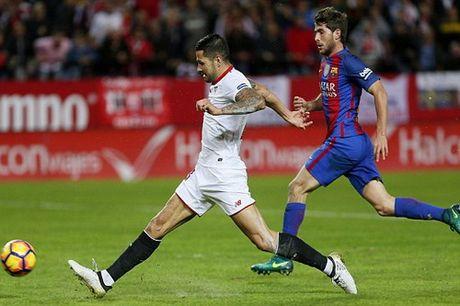 "Barcelona ""vuot ai"" Sevilla, ap sat ngoi dau Real Madrid - Anh 2"