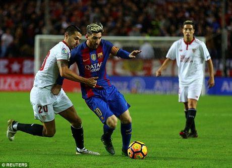 "Barcelona ""vuot ai"" Sevilla, ap sat ngoi dau Real Madrid - Anh 4"