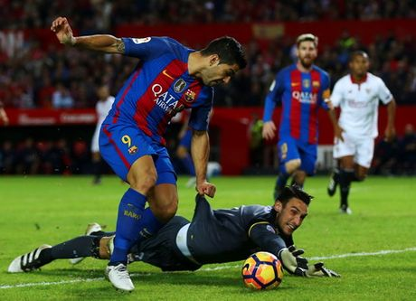 "Barcelona ""vuot ai"" Sevilla, ap sat ngoi dau Real Madrid - Anh 5"