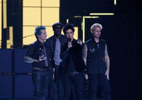Dong Nhi chi duoc du khan giai trao giai MTV VMAs 2016 - Anh 5