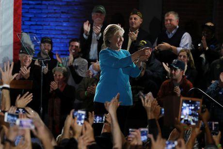 Ba Clinton rong cua vao Nha Trang - Anh 1