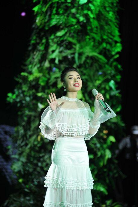 Quan quan Thu Hang 'tan cong' showbiz bang du an 'khung' - Anh 2