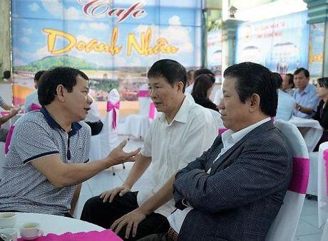 Lanh dao Quang Ngai uong ca phe dinh ky voi doanh nhan - Anh 1