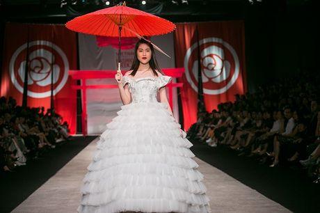 Man nhan voi man ket cua NTK Phuong My tai Vietnam International Fashion Week - Anh 11
