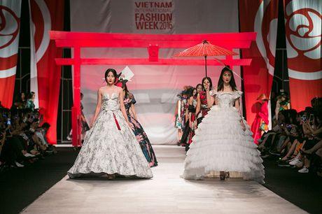 Man nhan voi man ket cua NTK Phuong My tai Vietnam International Fashion Week - Anh 12