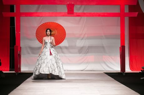 Man nhan voi man ket cua NTK Phuong My tai Vietnam International Fashion Week - Anh 1
