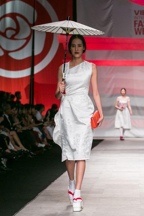 Man nhan voi man ket cua NTK Phuong My tai Vietnam International Fashion Week - Anh 2