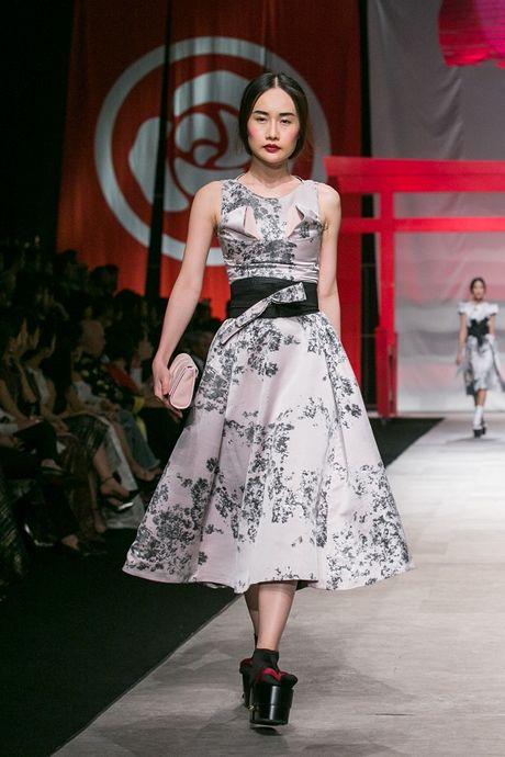 Man nhan voi man ket cua NTK Phuong My tai Vietnam International Fashion Week - Anh 4