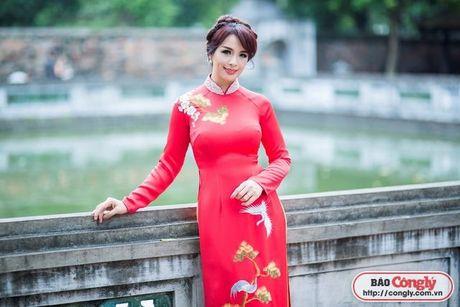 Sieu mau Thuy Hang tro ve tuoi 20 khi dien ao dai tai Van Mieu - Anh 10
