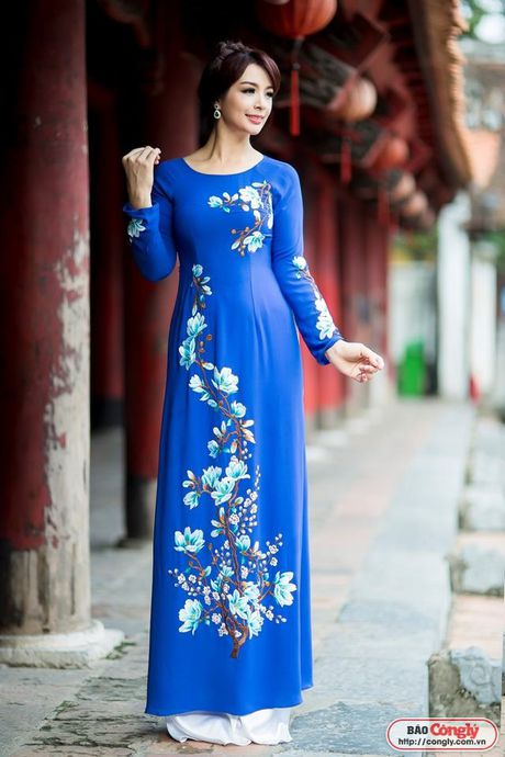 Sieu mau Thuy Hang tro ve tuoi 20 khi dien ao dai tai Van Mieu - Anh 2