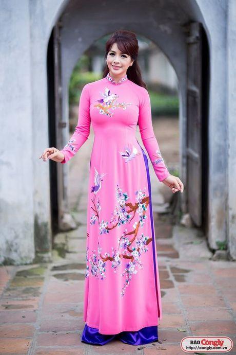 Sieu mau Thuy Hang tro ve tuoi 20 khi dien ao dai tai Van Mieu - Anh 3