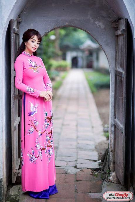 Sieu mau Thuy Hang tro ve tuoi 20 khi dien ao dai tai Van Mieu - Anh 4