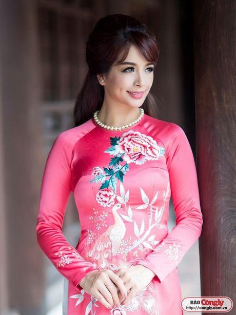 Sieu mau Thuy Hang tro ve tuoi 20 khi dien ao dai tai Van Mieu - Anh 5