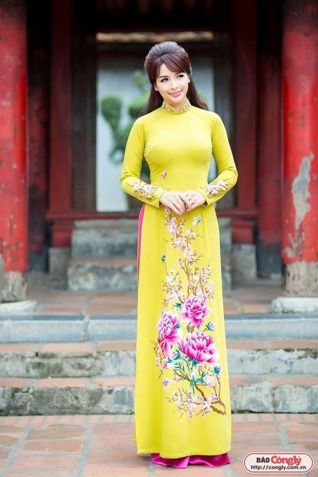 Sieu mau Thuy Hang tro ve tuoi 20 khi dien ao dai tai Van Mieu - Anh 6