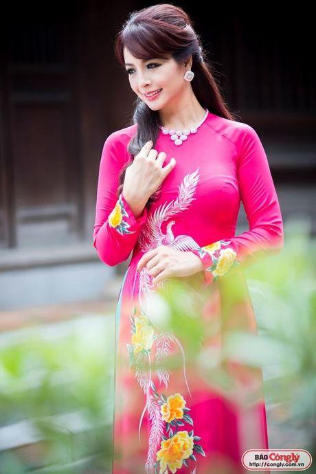 Sieu mau Thuy Hang tro ve tuoi 20 khi dien ao dai tai Van Mieu - Anh 8