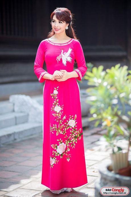 Sieu mau Thuy Hang tro ve tuoi 20 khi dien ao dai tai Van Mieu - Anh 9