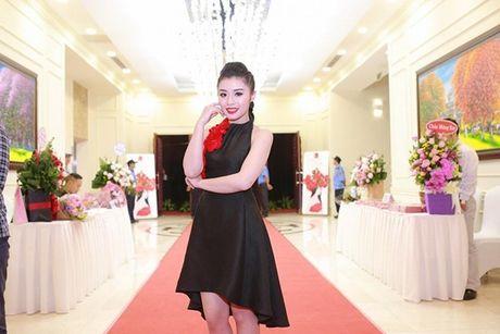 Sao Mai Thu Hang bat ngo 'lot xac' voi MV khung - Anh 2