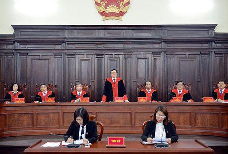 Hoi dong Tham phan TANDTC: Su dung ao choang trong cac phien hop giam doc tham, tai tham - Anh 2