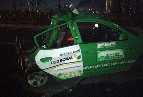 Xe tai tong nat taxi tren duong Vo Nguyen Giap - Anh 1