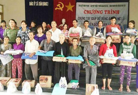 Cong an Phu Yen giup dan khac phuc hau qua thien tai mua lu - Anh 8
