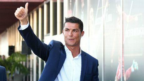 Real troi chan Ronaldo 1,1 ty do: Tien la chuyen nho - Anh 1