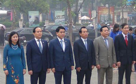 Lanh dao Ha Noi dat vong hoa tuong niem tai tuong dai Le Nin - Anh 3