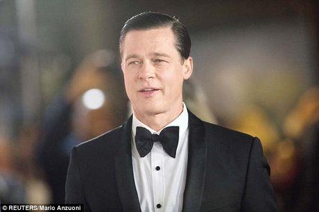 Brad Pitt khong quang ba phim tinh cam moi vi lum xum ly di - Anh 3