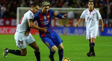 Barcelona duy tri thoi ha tien tren san Sevilla - Anh 1