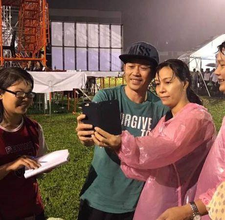 Cho 4 nam de chup anh voi Hoai Linh va cai ket buon - Anh 8