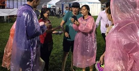 Cho 4 nam de chup anh voi Hoai Linh va cai ket buon - Anh 9