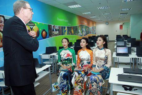 Hoa hau Do My Linh nhan hoc bong tieng Anh sau dang quang - Anh 2