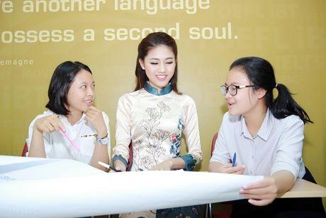 Hoa hau Do My Linh nhan hoc bong tieng Anh sau dang quang - Anh 5